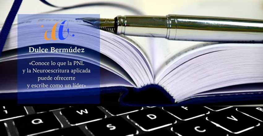 teclado-pluma-libro-de-portada-en-tonos-negros-plateados-y-azules-850x442-px